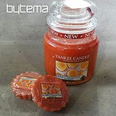 sviečka YANKEE CANDLE vôňa HONEY CLEMENTINE Honey, Jar, Candles, Food, Essen, Candy, Meals, Candle Sticks, Yemek