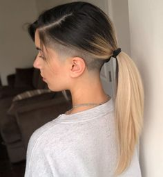 One Side Shaved Hairstyles, Long Hair Shaved Sides, Shaved Side Haircut, Shaved Bob, Haircuts For Long Hair, Undercut Curly Hair, Undercut Hair Designs, Undercut Hairstyles, Down Hairstyles