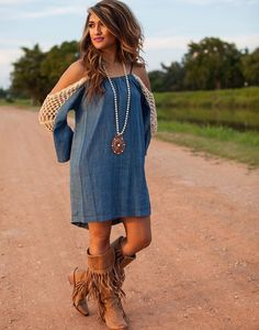 Cute jean dress, lace off the shoulder sleeves and fringe boots! I'd rather it be sleeveless. Country Girl Outfits, Country Fashion, Cowgirl Outfits, Western Outfits, Western Wear, Country Dresses, Western Style, Cowgirl Dresses With Boots, Cowboy Boots