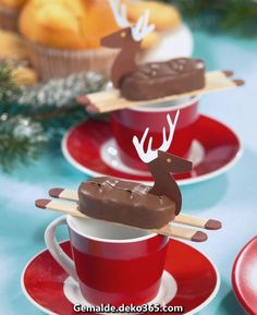 party table decoration and fun to do yourself. Deer jumping with chocolate . Creative party table decoration and fun to do yourself. Deer jumping with chocolate .,Creative party table decoration and fun to do yourself. Deer jumping with chocolate . Noel Christmas, Christmas Treats, Christmas Baking, Holiday Treats, Christmas Cookies, Xmas, Christmas Candy Bar, Christmas Mood, Party Table Decorations
