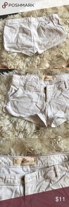 Hollister mini shorts white (fits small!) Fits snug/small. Fits like a size 1 or jean size 24/25/26 Hollister Shorts Jean Shorts