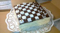 Csokis-kókuszos torta sakktábla díszítéssel