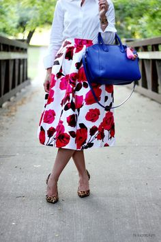 Full floral skirt with crisp white shirt / bag and shoes do not match. Rule of Three