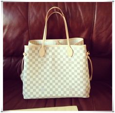 """""""Neverfull"""" Louis Vitton hope this could be another one of my daily gifts. Lv Handbags, Handbags Online, Louis Vuitton Handbags, Fashion Handbags, Fashion Bags, Fashion Purses, Louis Vuitton Neverfull Damier, Hi Fashion, Just Style"""