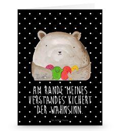 Grußkarte Bär Gefühl aus Karton 300 Gramm  weiß - Das Original von Mr. & Mrs. Panda.  Die wunderschöne Grußkarte von Mr. & Mrs. Panda im Format Din Hochkant ist auf einem sehr hochwertigem Karton gedruckt. Der leichte Glanz der Klappkarte macht das Produkt sehr edel. Die Innenseite lässt sich mit deiner eigenen Botschaft beschriften.    Über unser Motiv Bär Gefühl  Am Rande meines Verstandes kichert der Wahnsinn.    Verwendete Materialien  Diese wunderschöne Produkt aus edlem und…