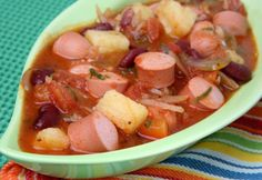 Meals For You: German Bean and Sausage Soup Bean And Sausage Soup, Romanian Food, Soul Food, Seafood Recipes, Stew, Cantaloupe, Entrees, Food To Make, Crockpot