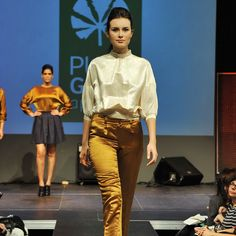 Hemp-silk off white blouse and bronze trousers by PURE Green Apparel. Foto de @albert_armengol