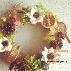 秋リースを玄関に飾れば、おうちの雰囲気がぐっと秋らしくなり優しく家族や来訪者を出迎えてくれます。Instagramの秋リースを参考に、あなたもオリジナルの秋リースをDIYしてみませんか?