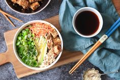 Sushibowl met zilvervliesrijst Healthy Diners, Vegetarian Recipes, Healthy Recipes, Bowl, Healthy Baking, Tasty Dishes, Love Food, Edamame, Meal Prep