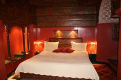 Moroccan bedroom ideas bedroom decor bedroom accessories bedroom decorating ideas include red wall paint and wooden decorations style bedroom bedroom cheap Moroccan Inspired Bedroom, Moroccan Theme, Moroccan Bedroom, Moroccan Style, Diy Home Decor Bedroom, Bedroom Themes, Modern Bedroom, Bedroom Ideas, Bedrooms
