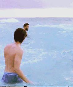 It's the ARCTIC ocean! Eh? Eh? (or the Pacific Ocean? - *wink, wink*)