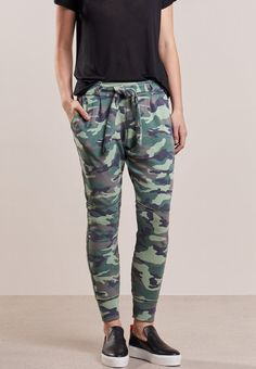 Ubrania moro spodnie Military Style, Military Fashion, Must Haves, Pants, Outfits, Trouser Pants, Suits, Army Style, Women's Pants