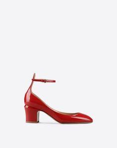 VALENTINO Tan-Go Pump. #valentino #shoes #