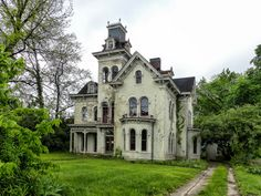 abandoned home in Indiana Abandoned Mansion For Sale, Old Abandoned Buildings, Old Buildings, Abandoned Places, Beautiful Buildings, Beautiful Homes, Beautiful Places, Old Mansions, Abandoned Mansions