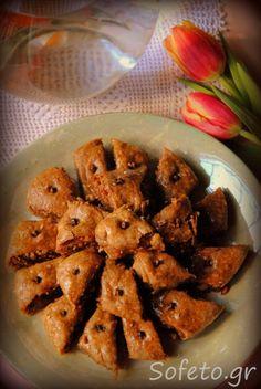 Οι παραδοσιακοί σιροπιαστοί Σαμουσάδες της προγιαγιάς μου, ολικής αλέσεως με μέλι! Shrimp, Meat, Chicken, Desserts, Recipes, Food, Tailgate Desserts, Deserts, Recipies