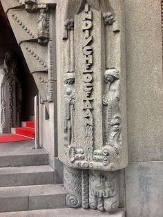 Scheepvaarthuis detail ingang. Bouw Amsterdamse School. Nu hotel Amarth