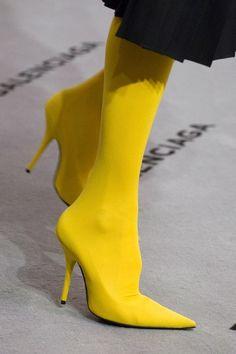 See detail photos for Balenciaga Fall 2017 Ready-to-Wear collection.