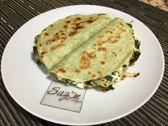 Quesadillas de requesón con rajas y espinaca