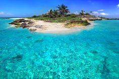 ¿Que distingue a la #RivieraMaya de otras regiones del mundo? La transparencia del agua, la tropical vegetación, el celeste del mar lejano, la calidez de su gente y los misterios de miles de años de historia. http://www.bestday.com.mx/Riviera_Maya/ReservaHoteles/