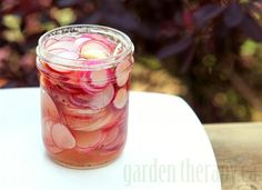 Easy Pickled Radishes Recipe (via Garden Therapy) Ready in 24 hrs, keeps in fridge for 3-4 weeks.