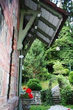 Sunt dimineți de toamnă la vila #PoemBoem în care timpul trece lin și sufletul ți se umple de bucurie. www.poemboem.com