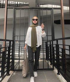 Modest Fashion Hijab, Street Hijab Fashion, Casual Hijab Outfit, Muslim Fashion, Ootd Hijab, Ulzzang Fashion, Korean Fashion, Hijab Style Tutorial, Iranian Women
