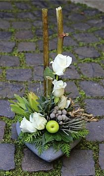 49 Ideas Flowers Design Arrangement Ikebana For 2019 Tropical Floral Arrangements, Beautiful Flower Arrangements, Floral Centerpieces, Arte Floral, Deco Floral, Ikebana Flower Arrangement, Funeral Flower Arrangements, Church Flowers, Funeral Flowers