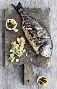 Grilled dorade / sea bream with grilled lemon and salsa of almonds and olives (delicious food photography) Fish Recipes, Seafood Recipes, Cooking Recipes, Sea Bream Recipes, Cooking Food, Fish Dishes, Seafood Dishes, Gula, Yummy Food