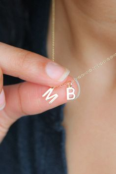 Jewelry Necklace Layered A simple tiny initial necklace, perfect for adding a personal touch to any outfit. Give to mom this Mother& Day with an initial of each child for a simple and stylish piece of jewelry she& wear every day. Resin Jewelry, Jewelry Gifts, Beaded Jewelry, Jewelery, Christmas Jewelry, Christmas Gifts, Christmas Desserts, Constellation Necklace, Letter Necklace