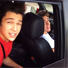 Get your hands back in the car this instant, Austin Mahone!