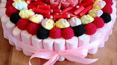 Tarta de Chuches - Candy Cake for Sweets Lovers | HappyFoods