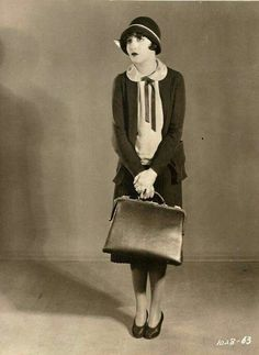 Bebe Daniels in Stranded in Paris 1926 20s Fashion, Art Deco Fashion, Fashion History, Vintage Fashion, 1920s Inspired Fashion, Fasion, Retro Mode, Mode Vintage, Roaring Twenties