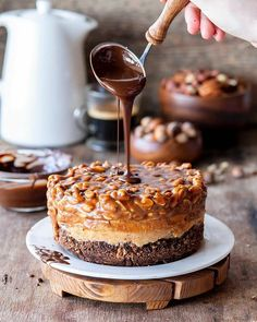"""Кондитерский контент on Instagram: """"Рецепт нашел на @receptytortov ЧИЗКЕЙК «СНИКЕРС» ⠀ Не забываем❤️❤️❤️ ⠀ Друзья, если кому-то удобнее читать меня в telegram, то напоминаю о том…"""" Just Desserts, Best Makeup Products, Tiramisu, Cake Decorating, Ethnic Recipes, Food, Cakes, Sweet Sweet, Decorations"""
