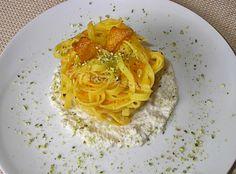 Tagliatelle+con+zucca+in+salsa+di+noci+e+granella+di+pistacchio