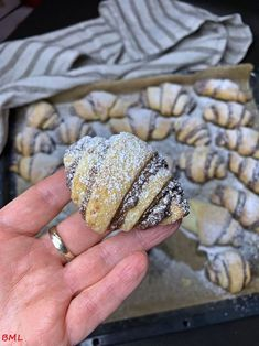Cream cheese and nut croissants . a small, handy treat- Frischkäse- Nusshörnchen…kleine handliche Leckerei Cream cheese and nut croissant … small handy treat Croissants, Torte Au Chocolat, Cupcake Recipes, Dessert Recipes, Snacks Recipes, Enjoy Your Meal, Cake & Co, Pampered Chef, Appetizers For Party
