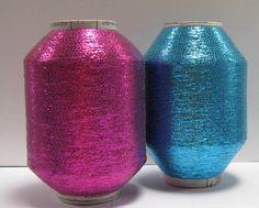 Hilo de Lurex: Es una composición de hilillos de aluminio o vinilo con un soporte invisible de alguna fibra sintética. Su aspecto es metálico brillante o escarchado y resulta adecuado para prendas de noche, llamativas y/o de toque original. Es muy sensible al calor por lo que deberá plancharse a baja temperatura.