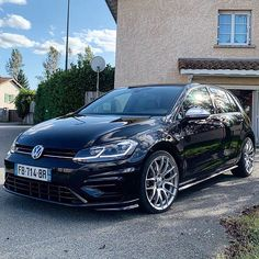 D A R K • K N I G H T 🔥 . 📷: @autoluxury42 . #golf7r #golfr #golf7 #golfmk7 #golf7gti #golfgti #golf #vw #golf #vwgolf #golf6 #golf8 #golf5 #vwclub #darkknight #batman Vw Golf Vr6, Golf 7 Gti, Golf 6, Volkswagen Golf R, My Dream Car, Dream Cars, Gti Mk7, Jetta Mk5, Aftermarket Wheels