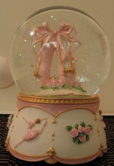 This should be my Mom's snow globe!