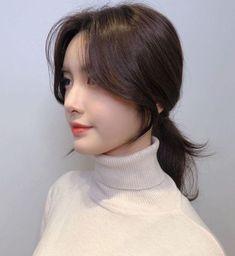 Korean Medium Hair, Korean Long Hair, Medium Hair Styles, Curly Hair Styles, Korean Hairstyle Medium Bangs, Hair Korean Style, Side Bang Haircuts, Side Bangs Hairstyles, Korean Hairstyles