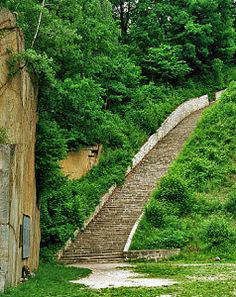 Stairs of Death - 186 Steps - Mauthausen Wiener Graben (granite quarry) Places To See, Places Ive Been, Cultura General, Lest We Forget, Interesting History, World History, World War Two, Austria, Germany