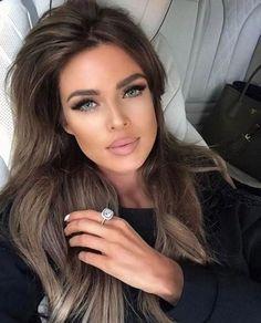 Dark Hair Makeup Long hairstyles for wavy brown hair - - Are Kitc Cabelo Ombre Hair, Fair Complexion, Pinterest Hair, Beautiful Eyes, Dark Hair, Pretty Face, Natural Makeup, New Hair, Hair Inspiration