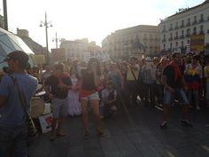 @HsalasteleSUR #España. Suenan tambores a ritmo de Mapalé por los campesinos colombianos en #Madrid. Ahora. Puerta del Sol