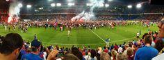 Kurz nach 10:00 Uhr abends war es dann soweit. Die Fans stürmten den Rasen, die Stimmung war auf dem Höhepunkt. Eigentlich schade, mit diesem Platzstürmen wurde eine richtige Meisterfeier, so mit Pokalübergabe und so, verhindert. Störte in diesem Moment aber nicht wirklich jemanden... #footballmoments im St. Jakob Park, Basel-Stadt 25.5.11