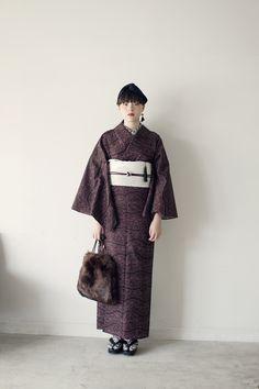 きもの:シルクウール / brick red レース Traditioneller Kimono, Kimono Japan, Kimono Fabric, Japanese Kimono, Japanese Girl, Traditional Kimono, Traditional Outfits, Japanese Outfits, Japanese Fashion