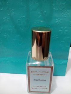 A moda agora é carro perfumado!!! <br> <br>****** Produto******* <br>Mini frasco de vidro, com válvula spray de luxo dourada, contendo 30 ml de perfume, essência importada, inspiração Perfume Fantasy, ideal para deixar no carro ou bolsa. <br> <br>FRETE GRÁTIS DENTRO DA CIDADE DE SÃO PAULO, GUARULHOS E ABC. <br>Nas demais localidades, favor consultar o frete.