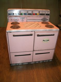 ANTIQUE 1950'S TIN STOVE IN PINK - WOLVERINE #WOLVERINE