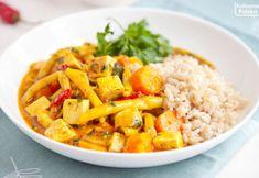 Wegańskie curry z tofu i fasolką szparagową. PRZEPIS Mozzarella, Tofu, Risotto, Sweet Potato, Curry, Rice, Potatoes, Dinner, Vegetables