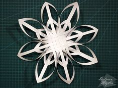 diy-3d-paperiset-lumihiutaleet 3d Snowflakes, Christmas Snowflakes, Christmas Star, Xmas, Christmas Ornaments, Childrens Christmas Crafts, Paper Lace, Kirigami, Christmas Decorations