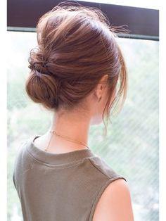 そろそろ可愛いは卒業して「美人」を目指してみませんか?そんな時に役立つ、綺麗めヘアアレンジをご紹介します。 Put Ups Hairstyles, Pretty Hairstyles, Wedding Hairstyles, Short Hair Updo, Short Hair Styles, Hair Patterns, Hair Arrange, Hair Setting, Japanese Hairstyle