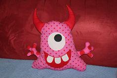 gaaanz liebe Monster <3 Monster, Lunch Box, Facebook, Handmade, Stuffed Toys, Cuddling, Cats, Love, Craft